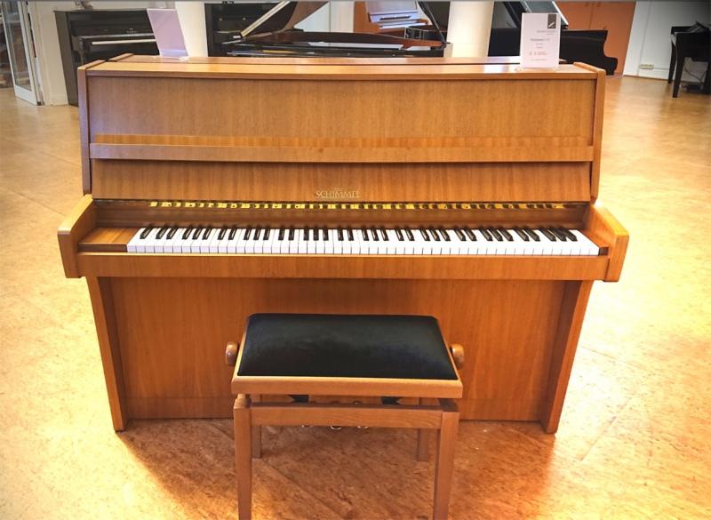 schimmel klavier nussbaum satiniert bauh he 112 cm. Black Bedroom Furniture Sets. Home Design Ideas